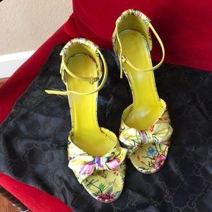 Beautiful Gucci summer flower heels